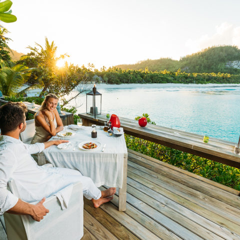2019-north-island-dinner-at-the-pool