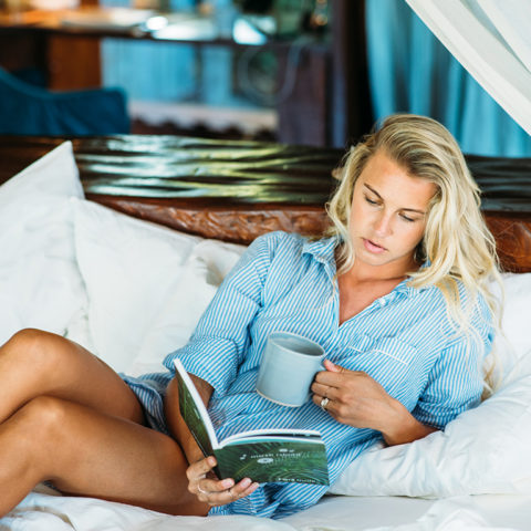2019-north-island-presidential-villa-guest-on-bed-with-book