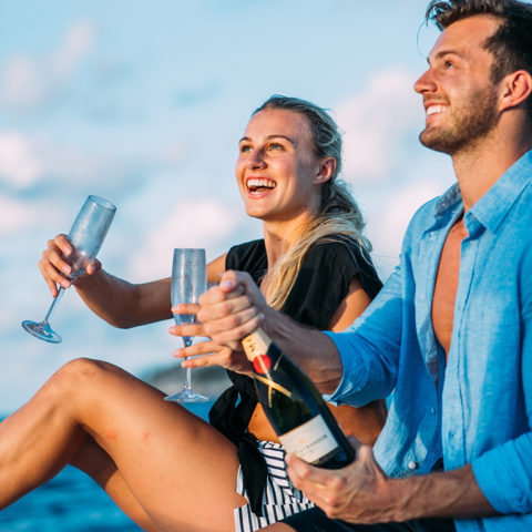 2019-north-island-romantic-getaway-champagne