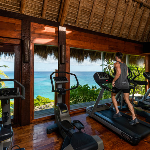 2019-north-island-spa-and-gym-running-on-treadmil