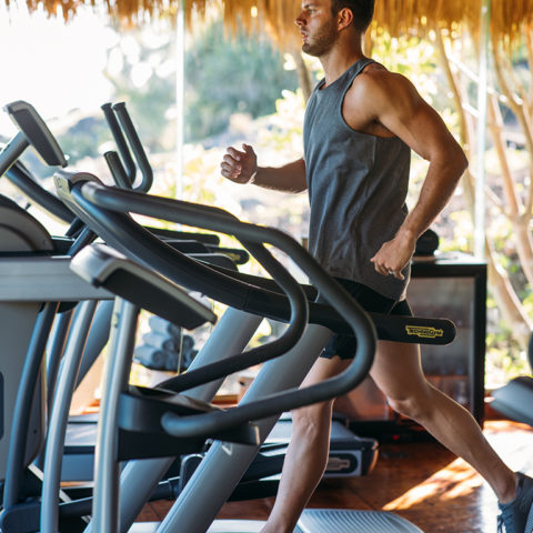 2019-north-island-spa-and-gym-running-on-treadmil-close-up